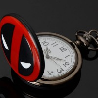 Часы на цепочке с Дэдпулом